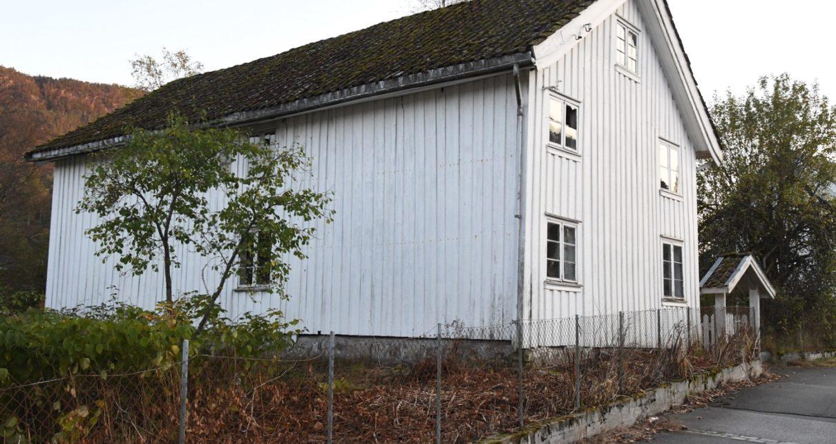 Et bilde som inneholder utendørs, gress, bygning, hus Automatisk generert beskrivelse