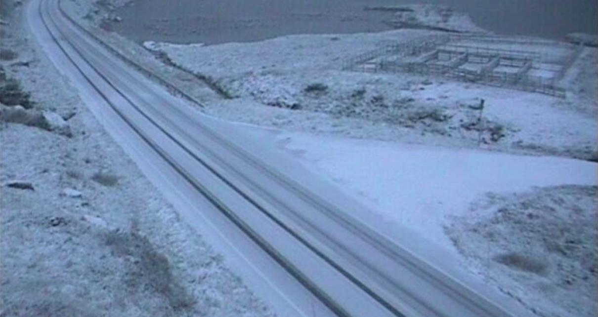 Et bilde som inneholder utendørs, snø, bilvei, spor Automatisk generert beskrivelse