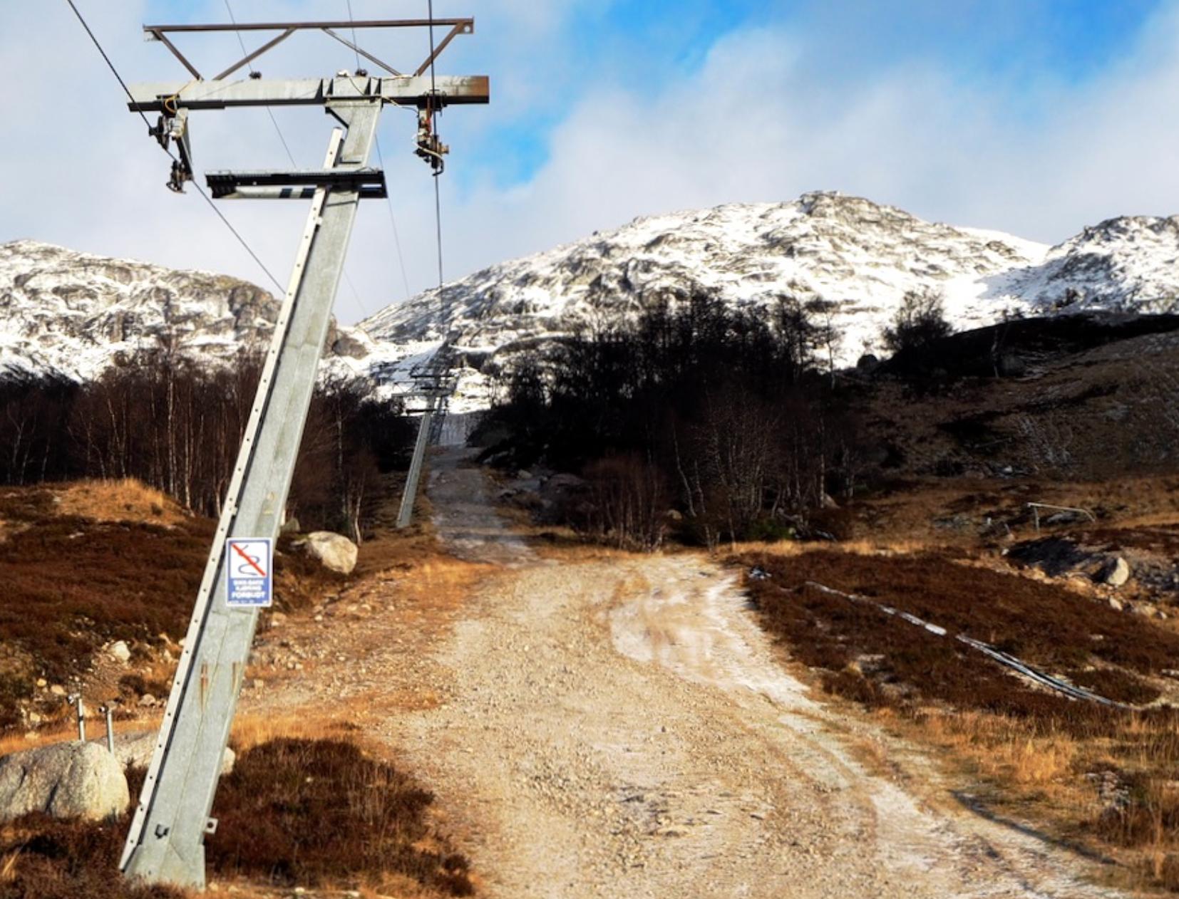 Et bilde som inneholder utendørs, fjell, snø, dekket  Automatisk generert beskrivelse
