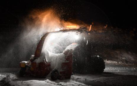 Et bilde som inneholder snø, brann, natt Automatisk generert beskrivelse