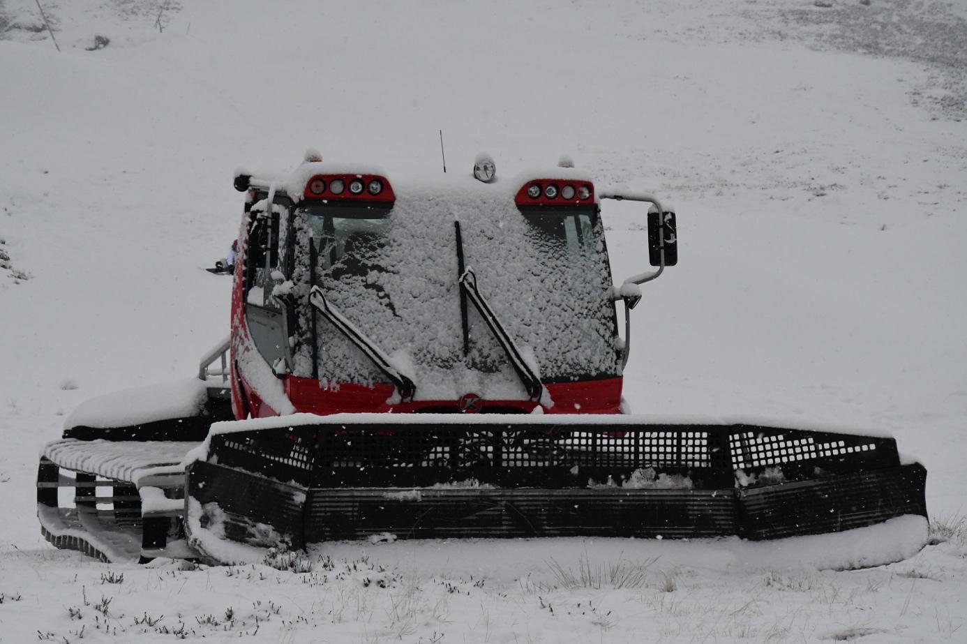 Et bilde som inneholder snø, utendørs, dekket  Automatisk generert beskrivelse