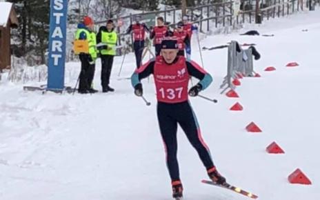 Et bilde som inneholder snø, utendørs, gå på ski, racing-løp Automatisk generert beskrivelse