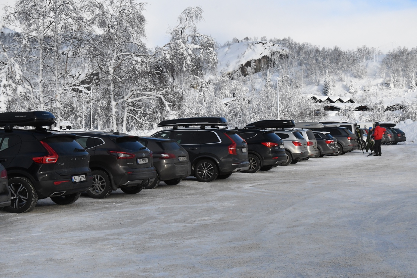 Et bilde som inneholder bil, utendørs, snø, fjell  Automatisk generert beskrivelse