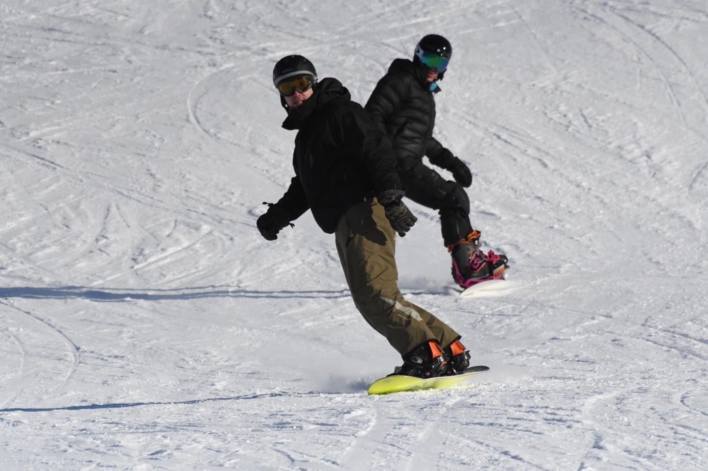 Et bilde som inneholder snø, utendørs, person, skråning  Automatisk generert beskrivelse