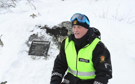 Et bilde som inneholder snø, utendørs, person, snøscooter Automatisk generert beskrivelse