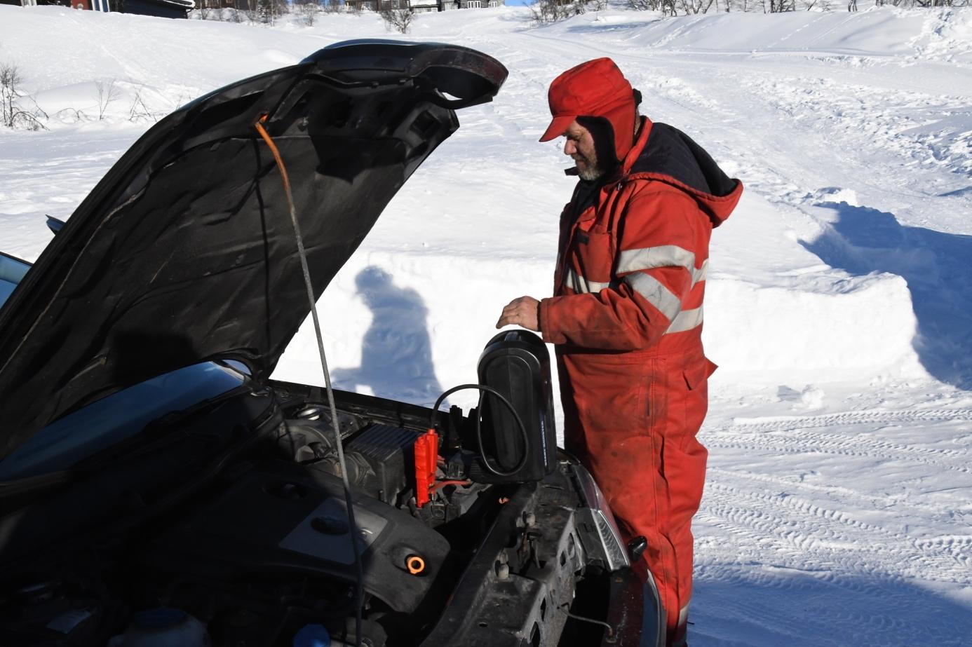 Et bilde som inneholder snø, utendørs, snøscooter, person  Automatisk generert beskrivelse