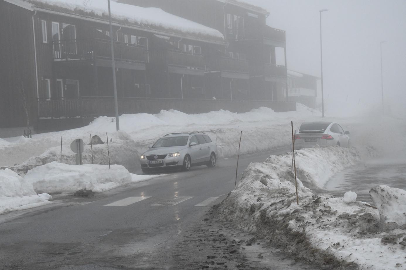 Et bilde som inneholder utendørs, himmel, snø, buss  Automatisk generert beskrivelse