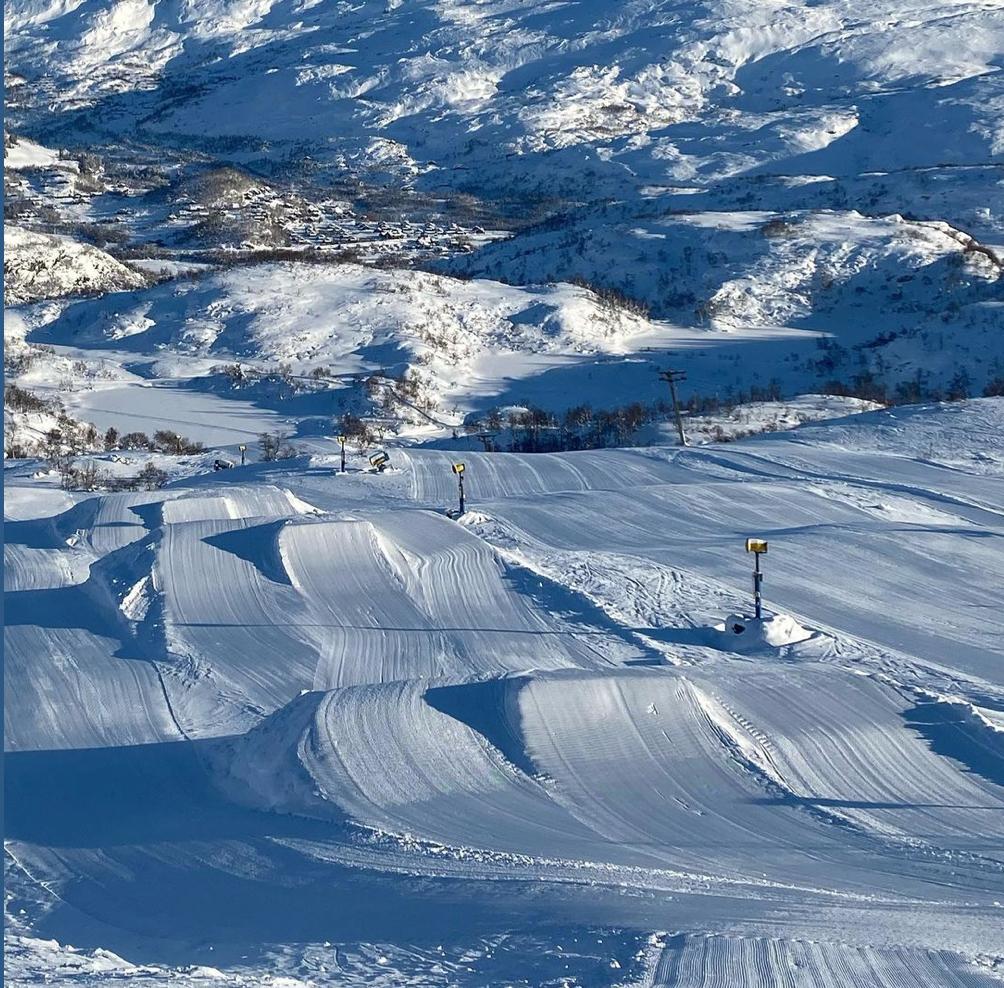 Et bilde som inneholder utendørs, snø, natur, gå på ski  Automatisk generert beskrivelse