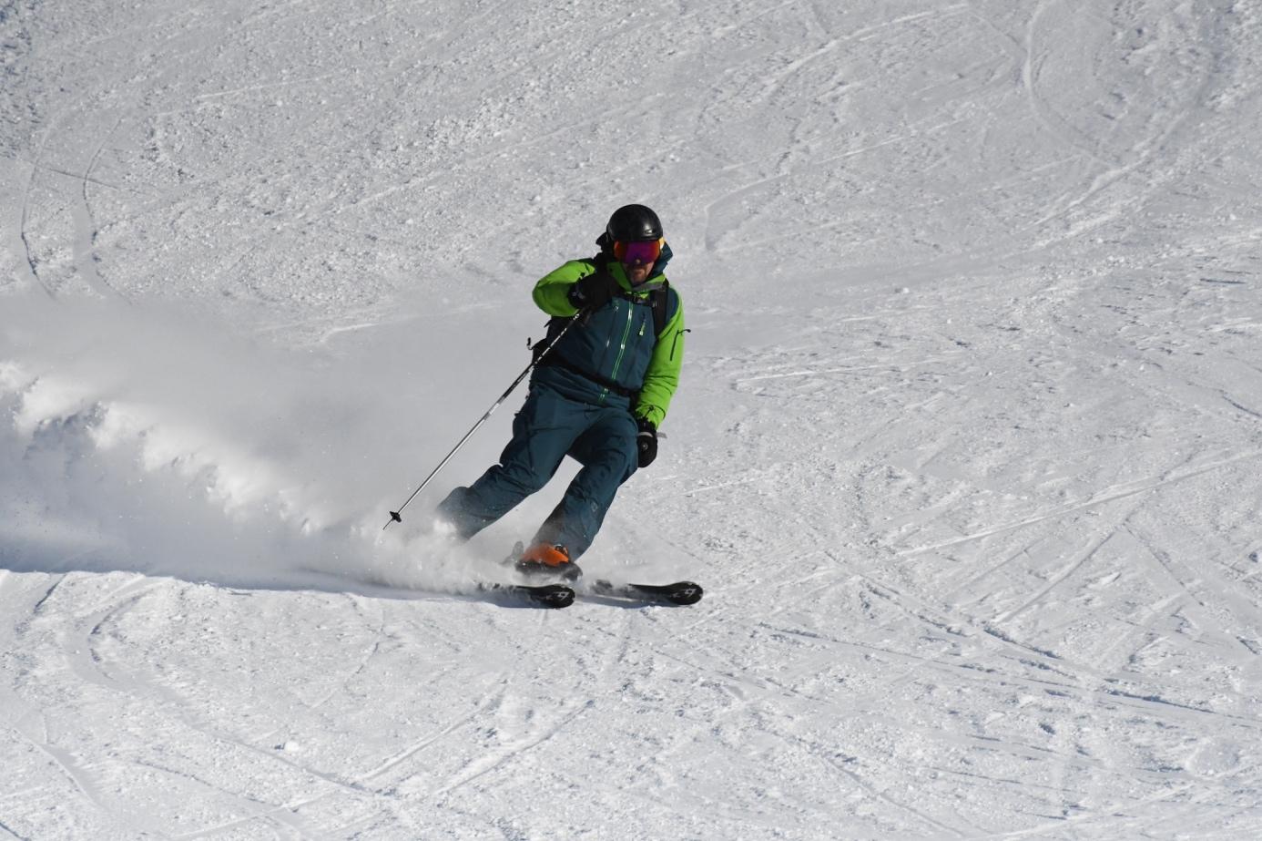 Et bilde som inneholder utendørs, snø, skråning, bakke  Automatisk generert beskrivelse