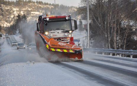 Et bilde som inneholder utendørs, tre, snø, bilvei Automatisk generert beskrivelse