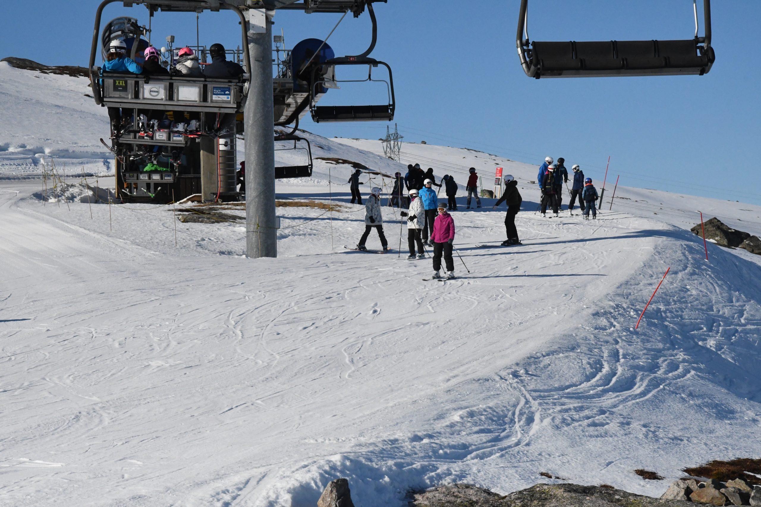 Et bilde som inneholder himmel, utendørs, snø, skiheis  Automatisk generert beskrivelse