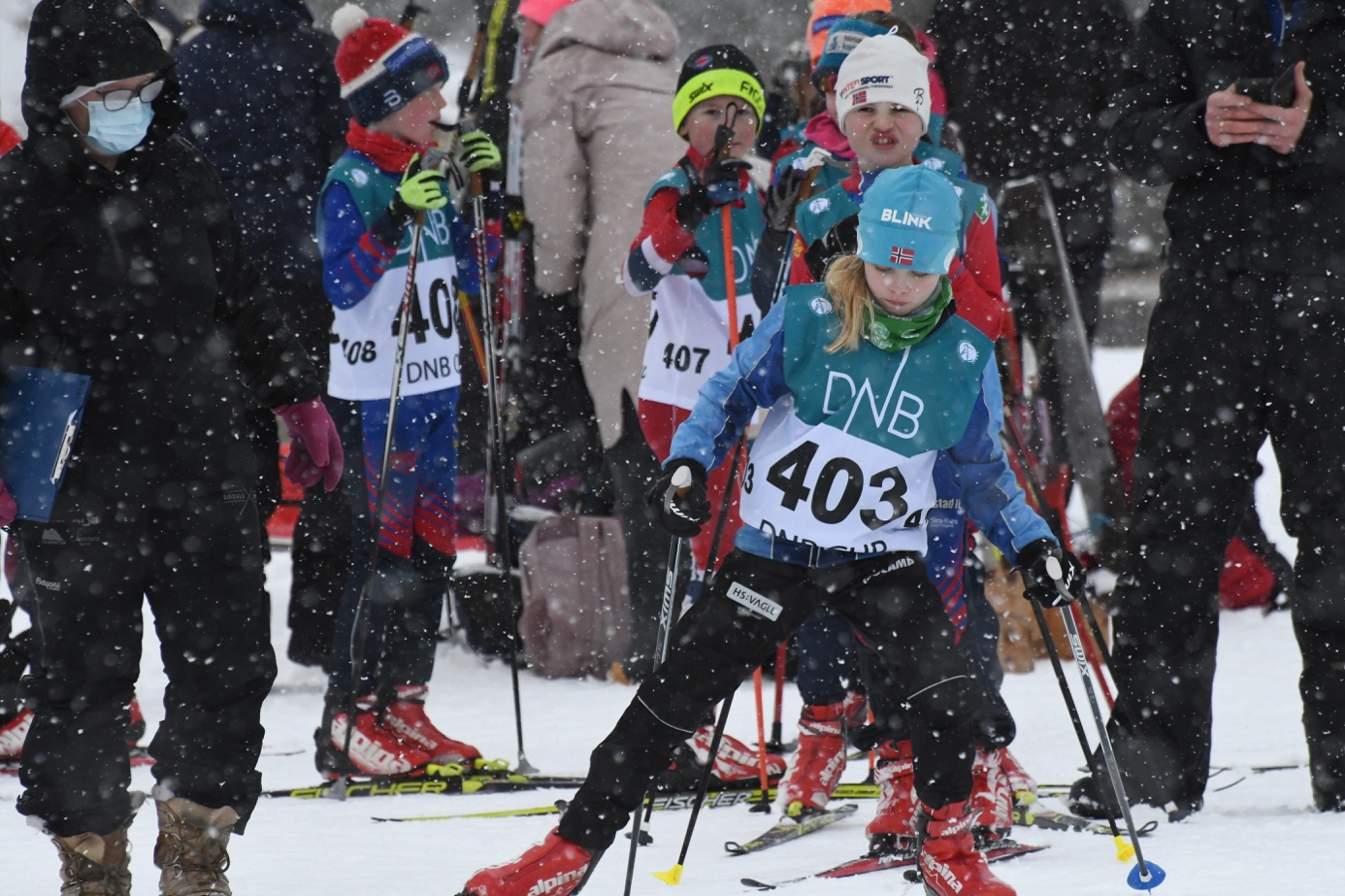 Et bilde som inneholder snø, gå på ski, utendørs, person  Automatisk generert beskrivelse