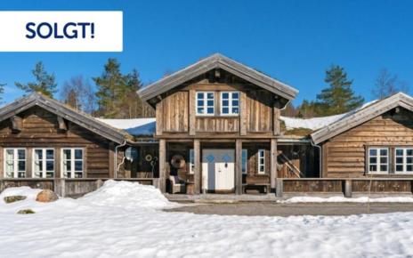 Et bilde som inneholder snø, himmel, utendørs, bygning Automatisk generert beskrivelse