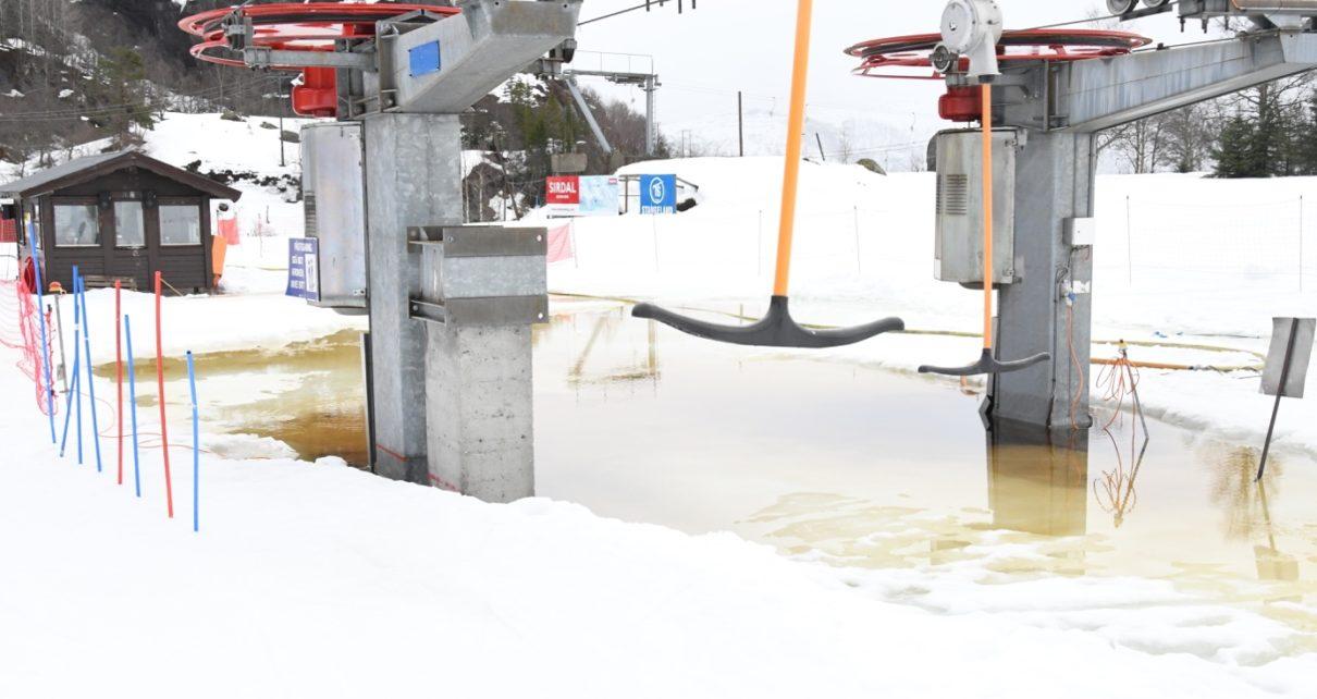 Et bilde som inneholder snø, utendørs, bakke Automatisk generert beskrivelse