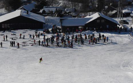 Et bilde som inneholder snø, utendørs, personer, bakke Automatisk generert beskrivelse