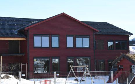 Et bilde som inneholder utendørs, himmel, snø, hus Automatisk generert beskrivelse