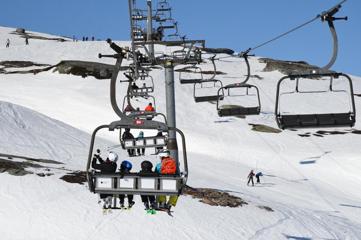 Et bilde som inneholder himmel, snø, skiheis, utendørs  Automatisk generert beskrivelse