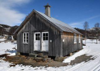 Et bilde som inneholder snø, utendørs, himmel, hus Automatisk generert beskrivelse
