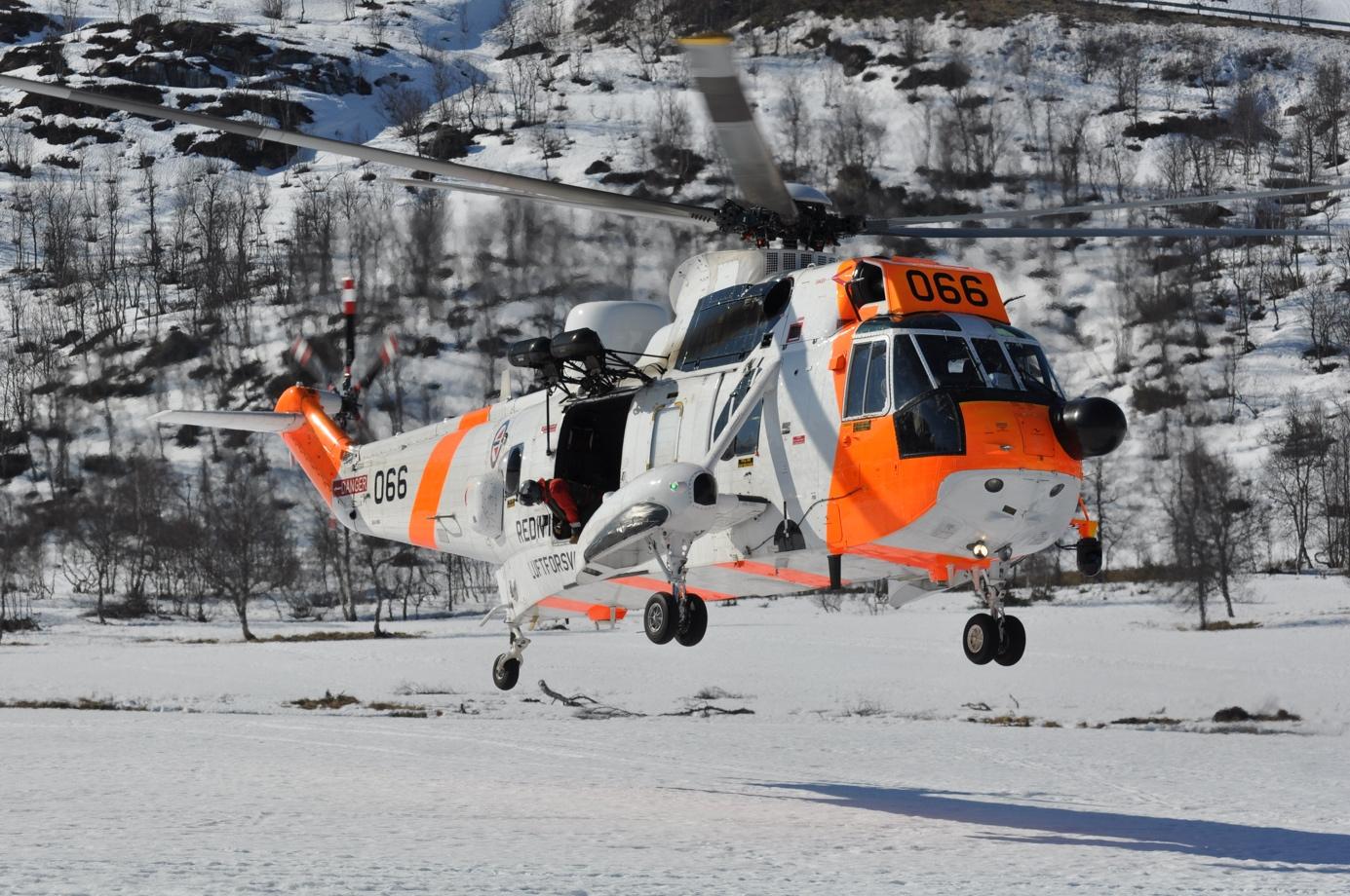Et bilde som inneholder snø, utendørs, luftfartøy  Automatisk generert beskrivelse