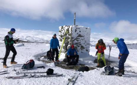 Et bilde som inneholder utendørs, himmel, snø, gå på ski Automatisk generert beskrivelse