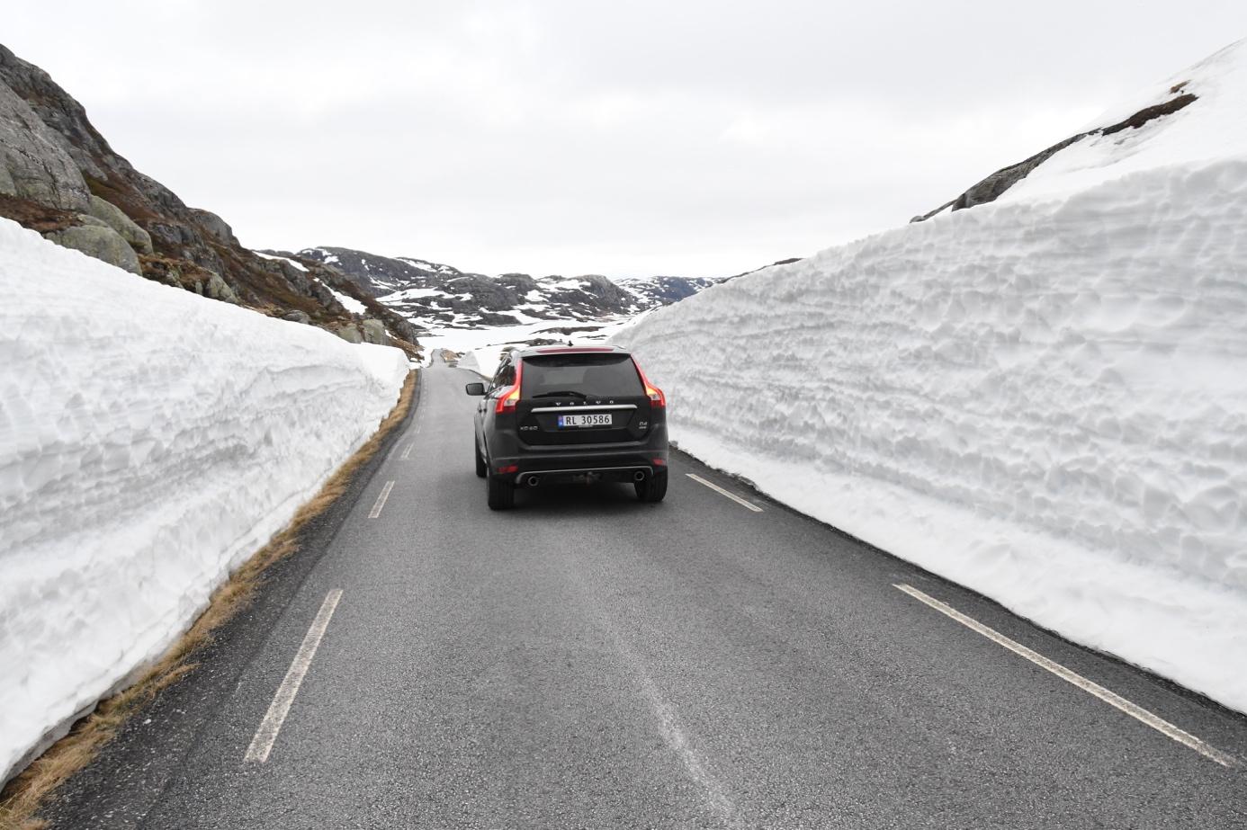 Et bilde som inneholder himmel, utendørs, bilvei, snø  Automatisk generert beskrivelse