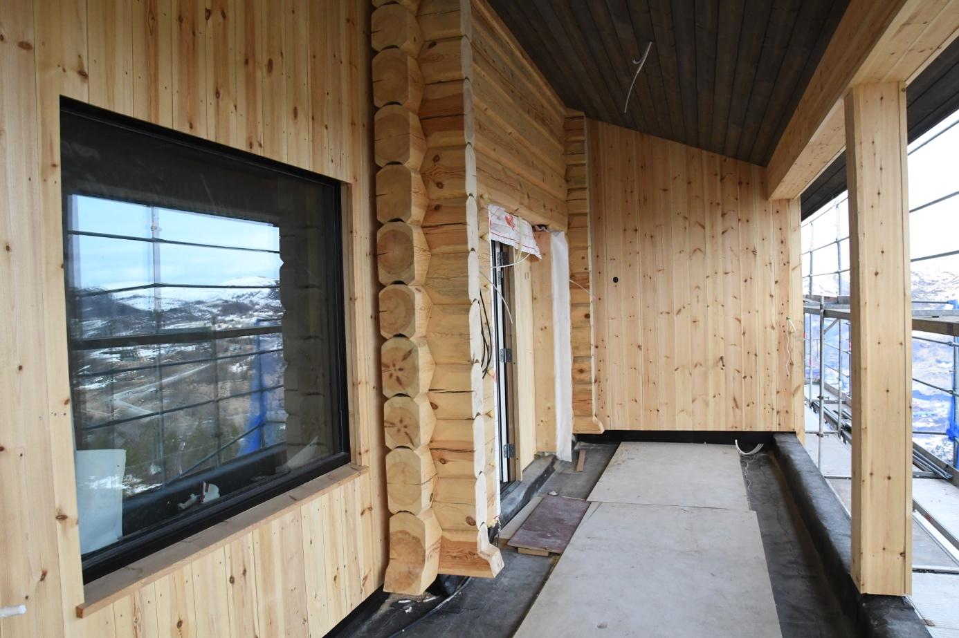 Et bilde som inneholder innendørs, vindu, gulv, bygning  Automatisk generert beskrivelse
