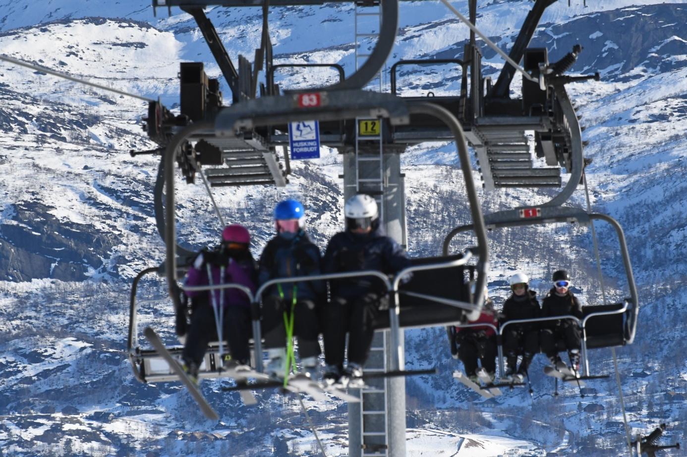 Et bilde som inneholder snø, utendørs, skiheis, gå på ski  Automatisk generert beskrivelse