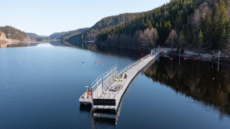 Et bilde som inneholder vann, utendørs, himmel, båtAutomatisk generert beskrivelse