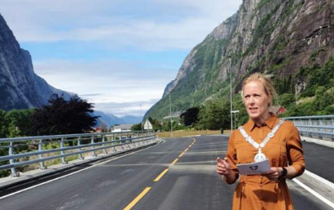 Et bilde som inneholder utendørs, fjell, bilvei, himmel  Automatisk generert beskrivelse