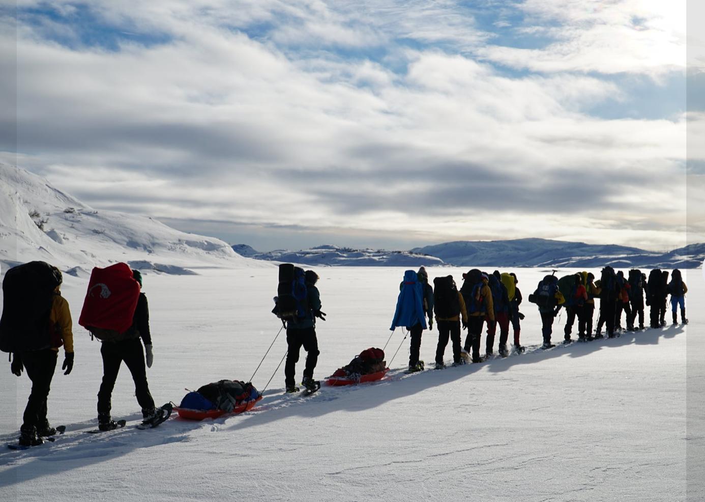 Et bilde som inneholder utendørs, himmel, snø, personer  Automatisk generert beskrivelse