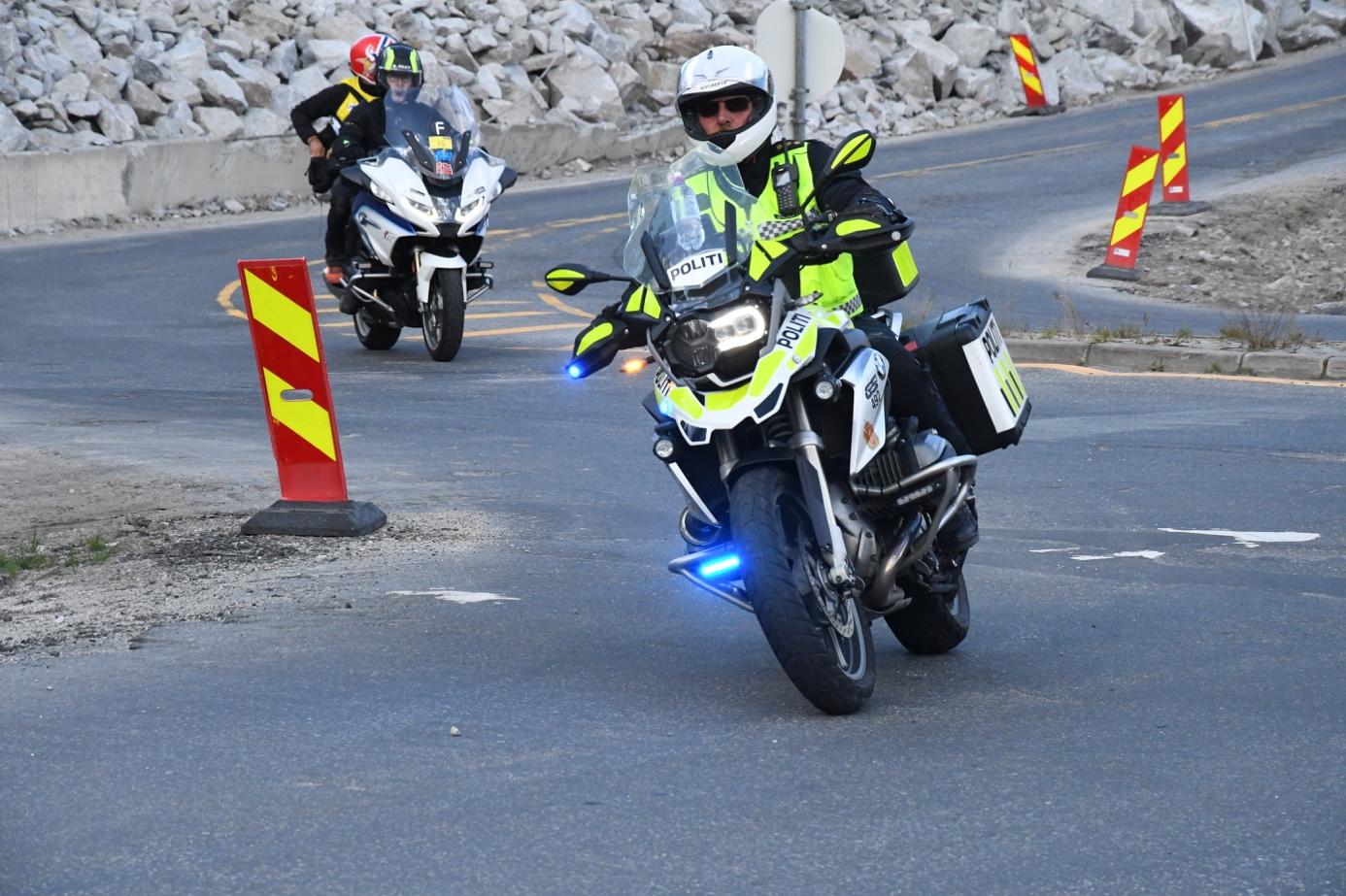 Et bilde som inneholder bilvei, utendørs, motorsykkel  Automatisk generert beskrivelse