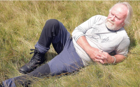 Et bilde som inneholder gress, utendørs, person, mann Automatisk generert beskrivelse