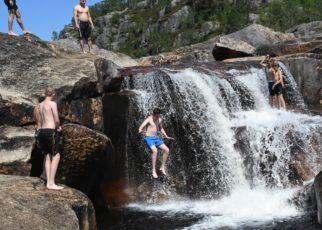 Et bilde som inneholder utendørs, natur, fossefall, vann Automatisk generert beskrivelse