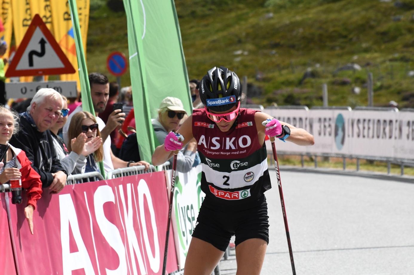 Et bilde som inneholder utendørs, person, racing-løp, gå på ski  Automatisk generert beskrivelse