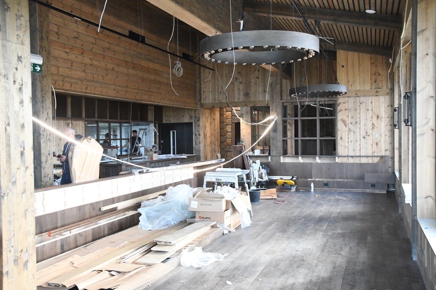 Et bilde som inneholder bygning, innendørs, gulv, betong  Automatisk generert beskrivelse