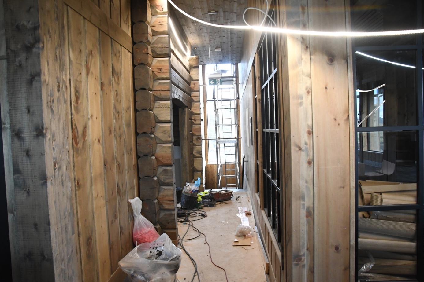 Et bilde som inneholder bygning, innendørs, skitten, stein  Automatisk generert beskrivelse