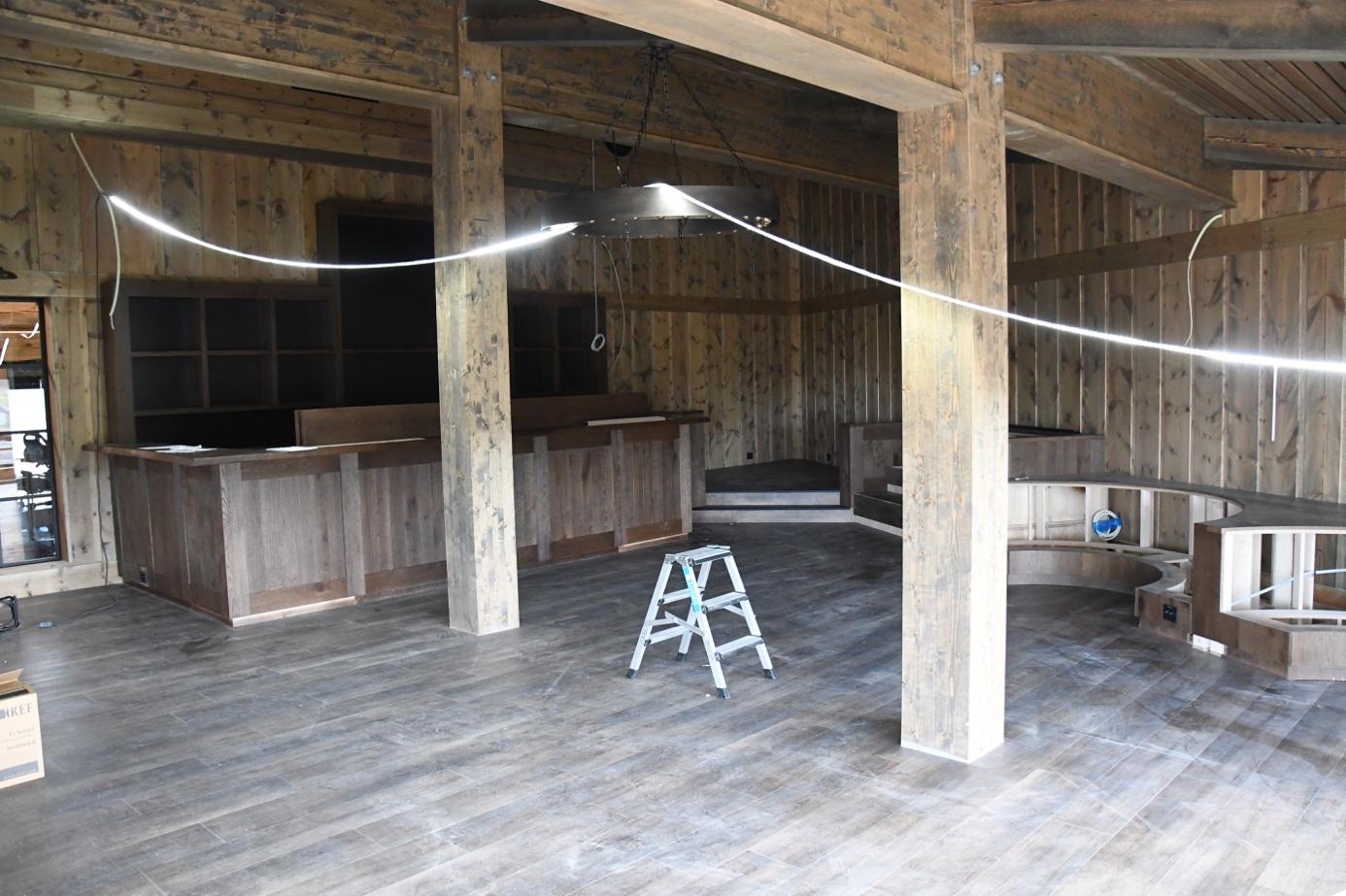 Et bilde som inneholder gulv, bakke, bygning, innendørs  Automatisk generert beskrivelse