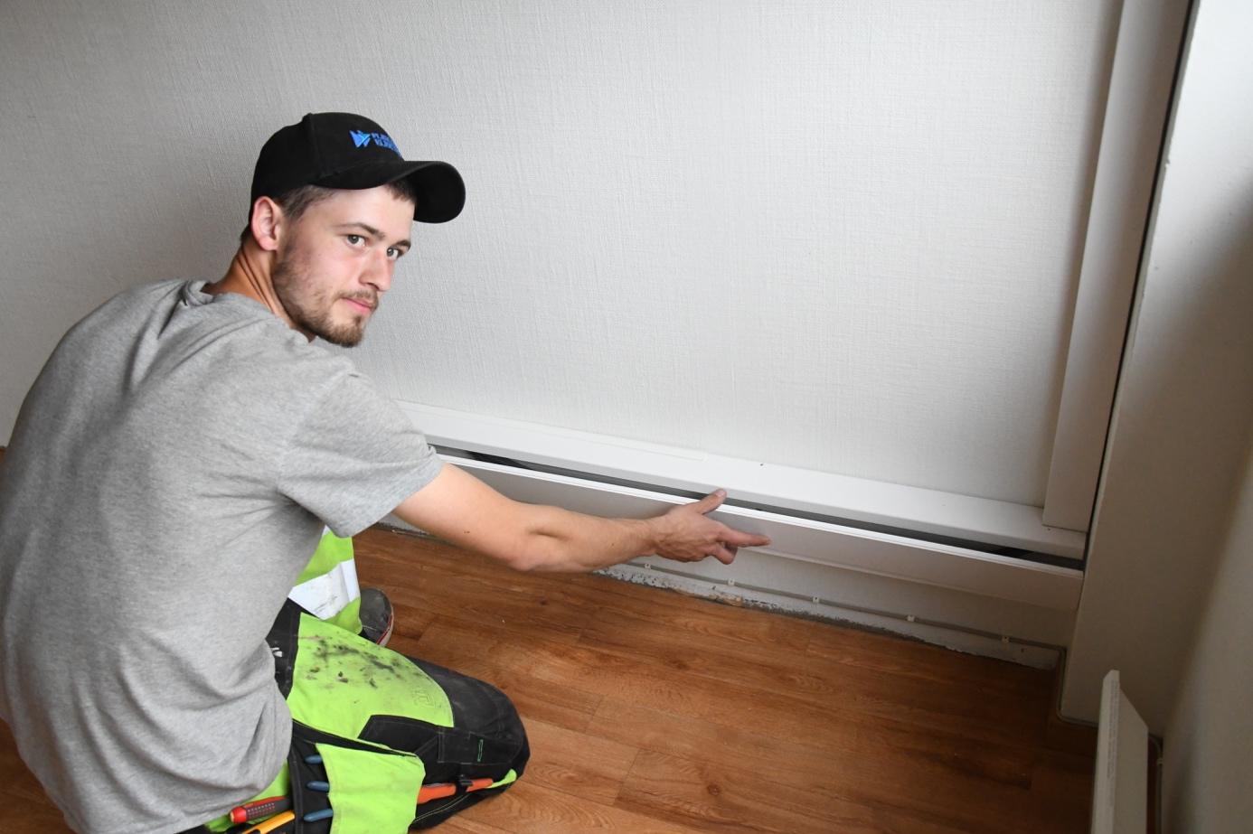 Et bilde som inneholder person, innendørs, vegg, gulv  Automatisk generert beskrivelse