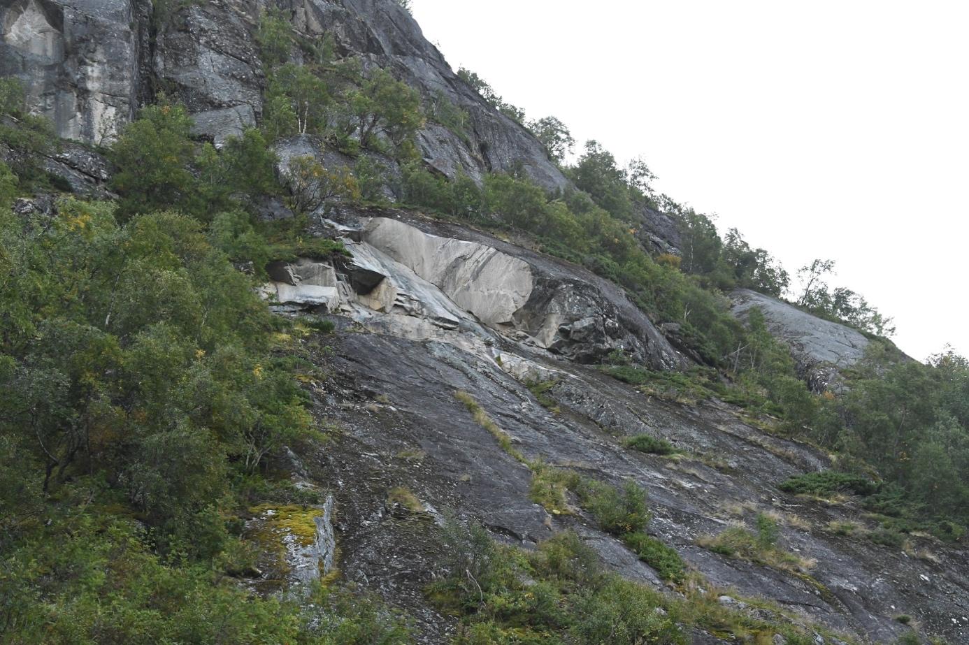 Et bilde som inneholder utendørs, fjell, natur, steinete  Automatisk generert beskrivelse