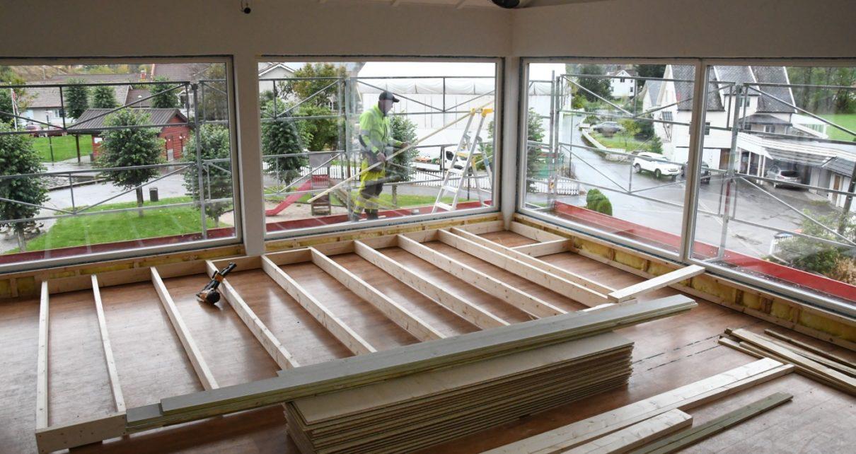 Et bilde som inneholder bygning, gulv, innendørs, vindu Automatisk generert beskrivelse
